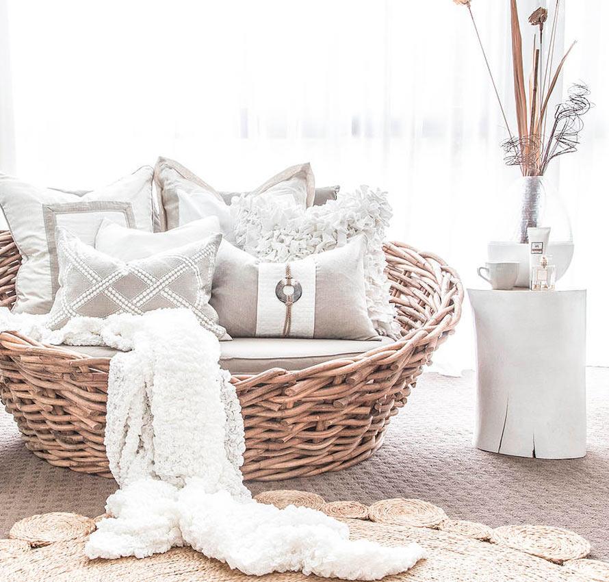 Bilde av bærekraftig produksjon og innfarging av naturmaterialer hos Bandini home design puter
