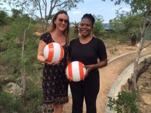 Chenay fikk med en ball tilbake til sønnen sin i landsbyen der hun bor.